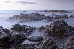 Silkeslena vågor i morgonen Royaltyfria Foton