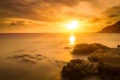Silkeslent hav och silkeslena moln Royaltyfri Fotografi