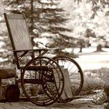 Sillón de ruedas viejo de los años 20 Fotos de archivo