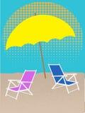 Silla blanca en la playa bajo tonos medios del paraguas Imagen de archivo libre de regalías
