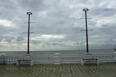 Silla cerca del mar, en orilla cerca del mar Fotografía de archivo libre de regalías