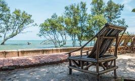 Silla de bambú que hace frente al mar Fotos de archivo libres de regalías