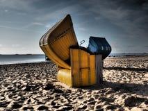 Silla de cubierta en la playa Imágenes de archivo libres de regalías