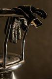 Silla de la barra con los guantes imagenes de archivo