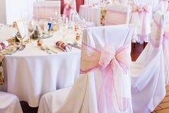 Silla de la boda con la cinta Fotos de archivo