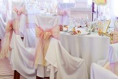 Silla de la boda con la cinta Fotos de archivo libres de regalías
