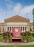 Silla de la mascota del Gopher de Goldy en la alameda de la universidad de Minnesota fotos de archivo