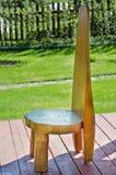 Silla de madera en el jardín Fotos de archivo libres de regalías