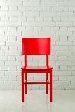 Silla de madera roja Imagenes de archivo