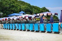 Silla de playa azul fotografía de archivo