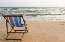 Silla de playa en la playa Fotografía de archivo