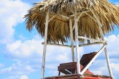 Silla de playa tropical fotos de archivo