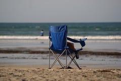 Silla de playa vacía Imagen de archivo