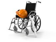Silla de ruedas con el casco de protección y la llave Imagen de archivo libre de regalías