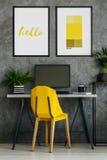 Silla del amarillo amarillo, carteles de la maqueta Foto de archivo libre de regalías