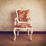 Silla diseñada vieja en interior Fotografía de archivo