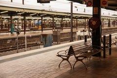 Silla en la estación de tren central, Sydney. imagenes de archivo