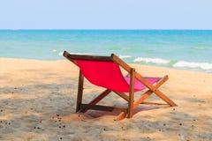Silla en la playa hermosa Fotos de archivo libres de regalías