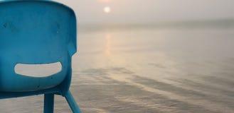 Silla en orilla de mar imagen de archivo libre de regalías