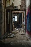 Silla en vestíbulo - hospital/sanatorio abandonados del vintage - Nueva York Foto de archivo libre de regalías