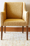 Silla moderna en sala de estar Imagen de archivo