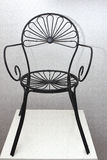 Silla negra del hierro con diseño de la flor Fotos de archivo