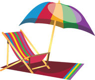 Silla perezosa de la playa con el paraguas Fotos de archivo