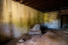 Silla vieja en un fuerte abandonado Fotos de archivo libres de regalías