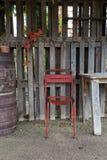 Silla vieja y tabla al aire libre Imagen de archivo libre de regalías