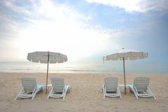 Silla y paraguas de playa Imágenes de archivo libres de regalías