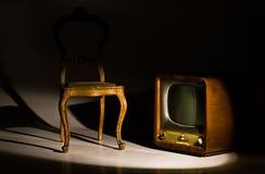 Silla y televisión antiguas Imagen de archivo