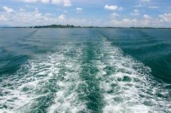 Sillage de bateau images stock