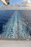 Sillage de bateau de croisière Photographie stock libre de droits