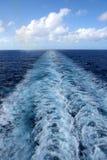 Sillage de bateau de croisière Image libre de droits