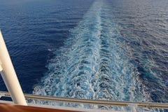 Sillage derrière le bateau de croisière Photo stock