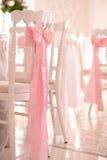 Sillas adornadas para casarse Fotografía de archivo