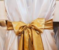 Sillas amarillas de la boda en el restaurante Imagen de archivo libre de regalías