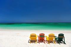 Sillas coloridas en la playa del Caribe Imágenes de archivo libres de regalías