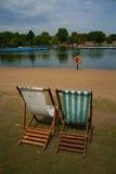 Sillas de cubierta en Hyde Park Imagenes de archivo
