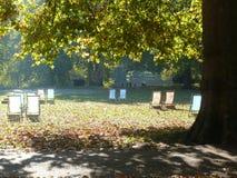 Sillas de cubierta en Hyde Park, Londres Imagen de archivo