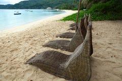 Sillas de cubierta en la playa Imágenes de archivo libres de regalías