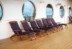 Sillas de cubierta en un barco de cruceros Fotografía de archivo libre de regalías