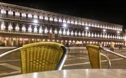 Sillas de la barra en Venecia imagen de archivo
