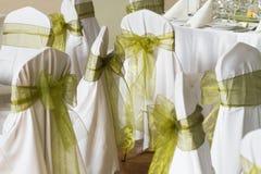 Sillas de la boda con la cinta de seda Foto de archivo libre de regalías