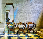 Sillas de la catedral de Almudena imágenes de archivo libres de regalías