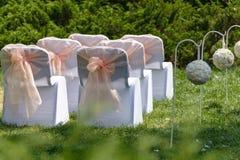 Sillas de la ceremonia de boda Imagenes de archivo