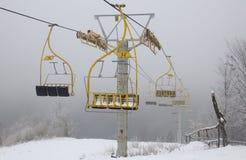 Sillas de la elevación de esquí Foto de archivo libre de regalías