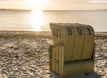 Sillas de mimbre de la playa europea Foto de archivo libre de regalías