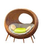 Sillas de mimbre redondas del patio de la rota para la sala de estar casera adornada Imagenes de archivo
