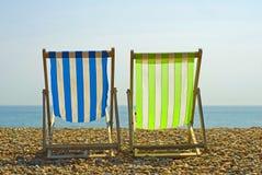 Sillas de playa coloridas Fotos de archivo